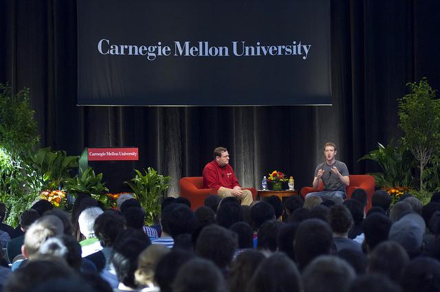 Mark Zuckerberg besucht die Carnegie Mellon University